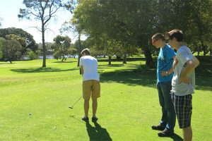 golfing-300x200