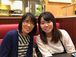 留学する生徒さんと、そのお母さん