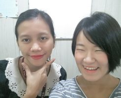 フィリピン人の先生と留学生のツーショット